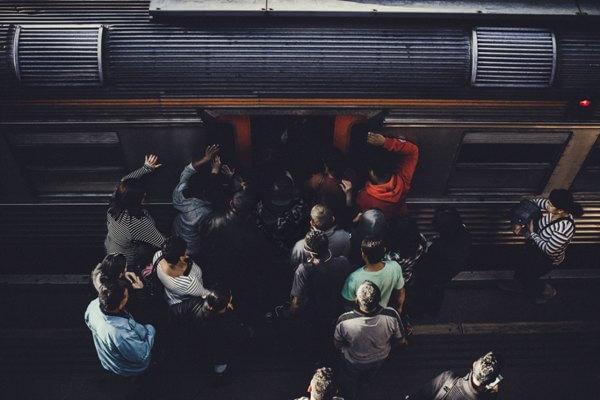 通勤ラッシュの光景