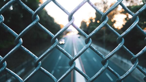 緑のフェンスの写真